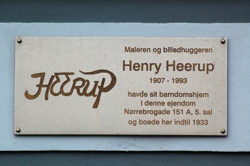 Mindetavle med Heerups signatur