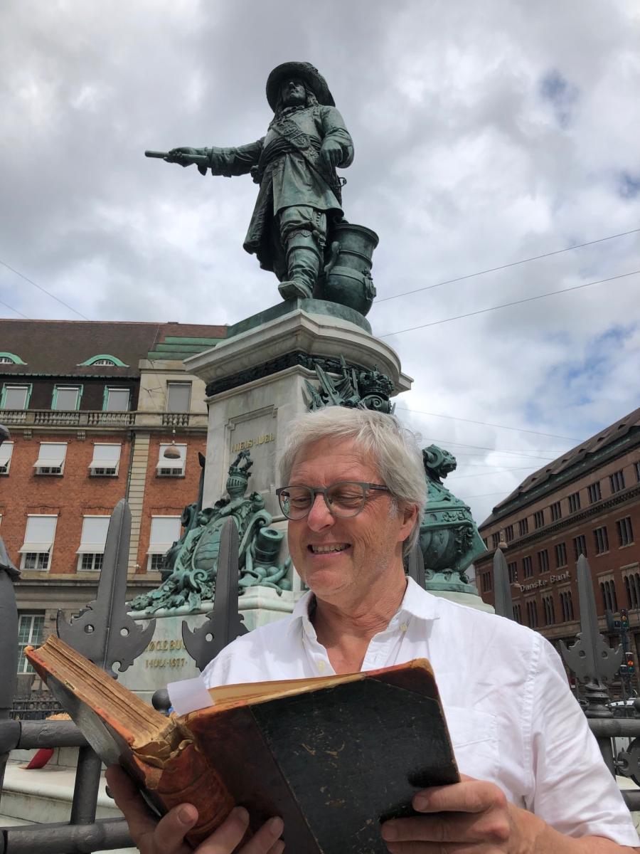 Niels Juhl statue