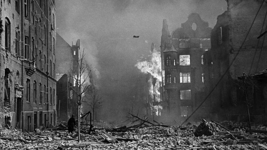 Kvarteret omkring den Franske skole og Maglekildevej står i flammer efter bombardementet